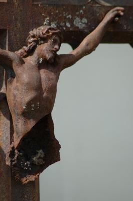 zerstörtes Kreuz
