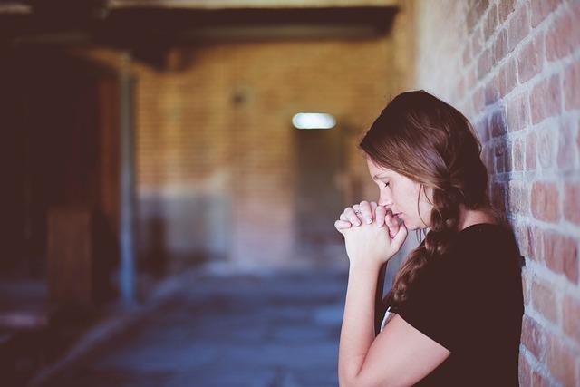 Einsame Beterin